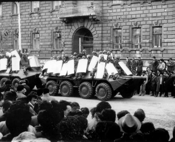 Азербайджан отмечает 19 годовщину ввода советских войск в Баку
