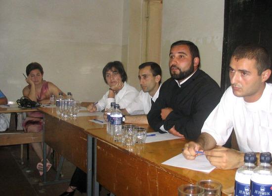 """провели круглый стол по теме: """"Религиозные меньшинства и отношение современного карабахского общества к ним""""."""