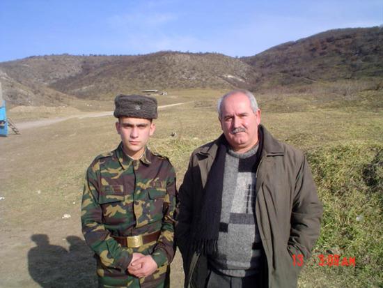 Вместе с Гагиком Мирзояном во время его службы в Армии Обороны НКР. 2007г.