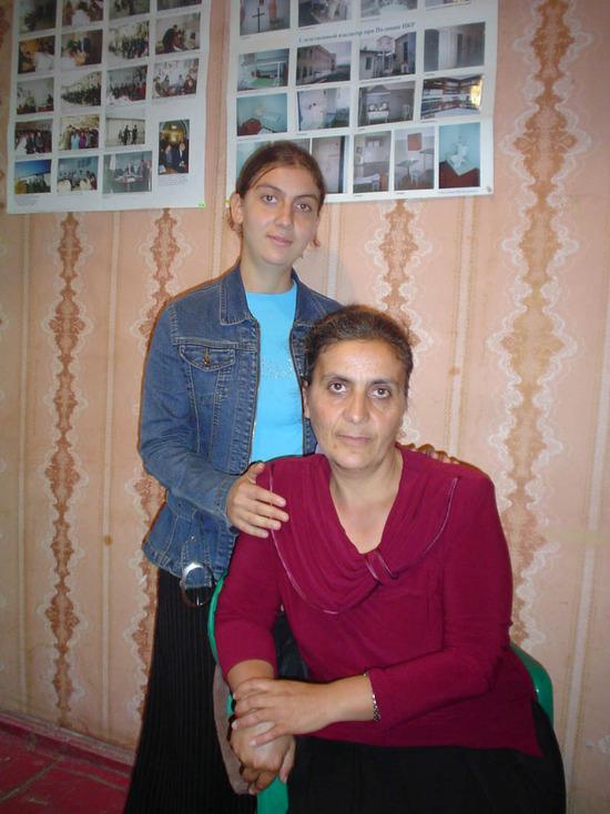 Мать Гагика Мирзояна Анна и сестра Гаяне, тоже представители ЕХБ, в нашем офисе.
