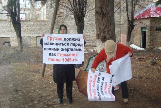 Илия II на церемонии в Москве и акция в сгоревшем Университете в Цхинвале