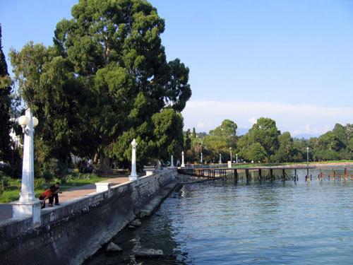 Абхазия, набережная Сухума. Фото с сайта http://ru.wikipedia.org