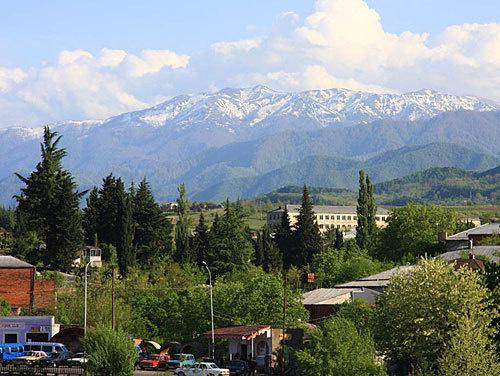 Грузия, Зестафони. Фото с сайта www.panoramio.com/photo/21269322