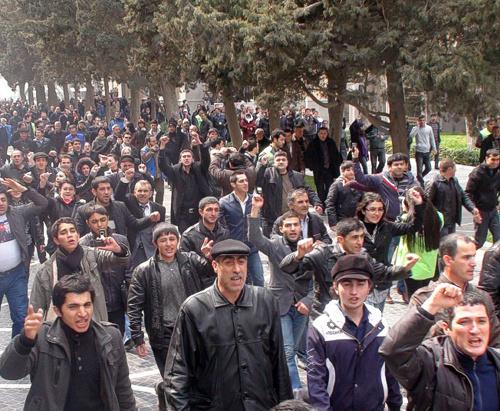 "Участники митинга оппозиции в Баку, Азербайджан, 2 апреля 2011 г. Фото ""Кавказского узла"""