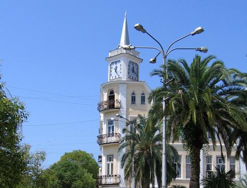 Сухум, здание мэрии. 2006 г. Фото: Игорь С, Wikimedia commons