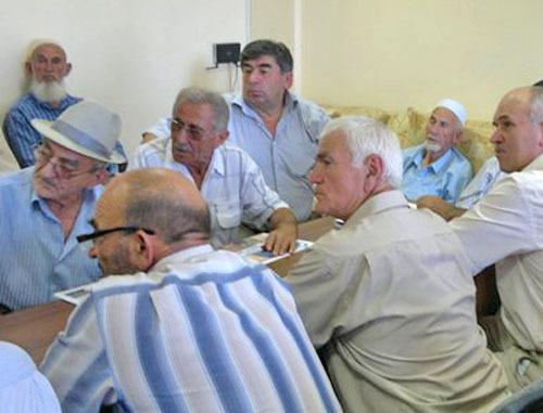 Заседание Совета старейшин кумыкского народа. Дагестан, Махачкала, 7 июля 2012 г. Фото Руслана Гереева