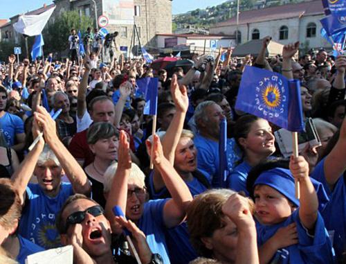 """Акция """"Грузинской мечты"""" в Ахалцихе 15 сентября 2012 г. Фото с официальной страницы Бидзины Иванишвили на Facebook, http://www.facebook.com/OfficialBIDZINAIVANISHVILI"""