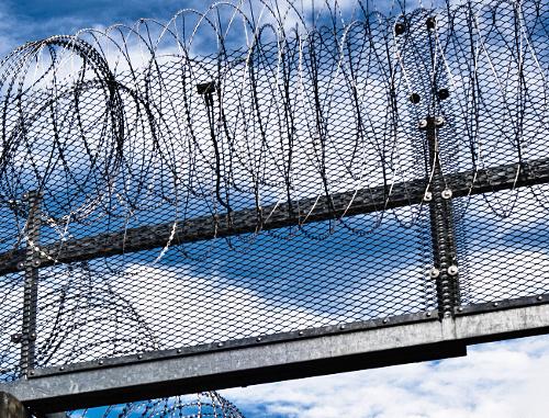Тюремная ограда. Фото: http://www.flickr.com/photos/x1klima/7637108374