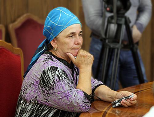 Во время встречи Юнус-Бека Евкурова с родственниками молодых людей, примкнувших к НВФ. 18 августа 2012 г. Фото: http://www.ingushetia.ru