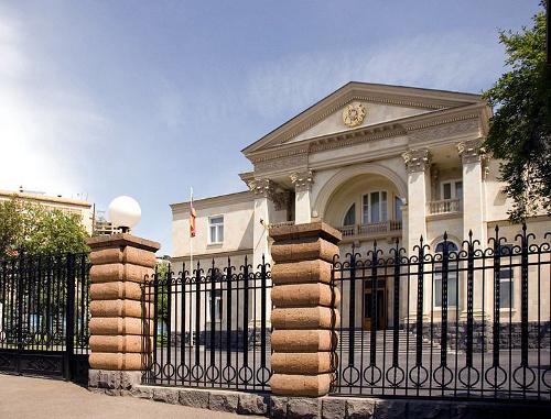 Армения, Ереван, президентский дворец. Фото: Vladimer Shioshvili, http://www.flickr.com/photos/vshioshvili