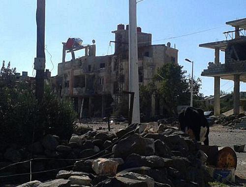 Развалины жилого дома на центральной улице черкесского селении Бир аль-Ажам, подвергнутом бомбардировкам. Ноябрь 2012 г. Фото очевидца, размещенное в Facebook, http://www.facebook.com/groups/berajam.bariqa/