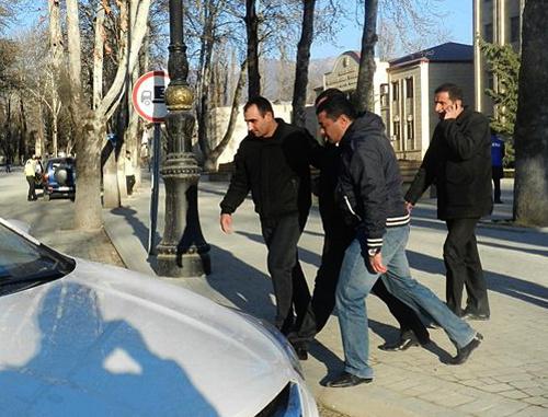 Арест Тофига Ягублу в Исмаиллы, Азербайджан, 4 февраля 2013 г. Фото: musavat.com