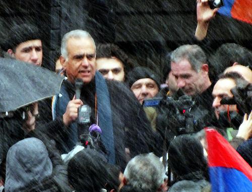 Раффи Ованнисян на митинге в Гюмри 23 февраля 2013 г. Фото Сергея Хачатряна