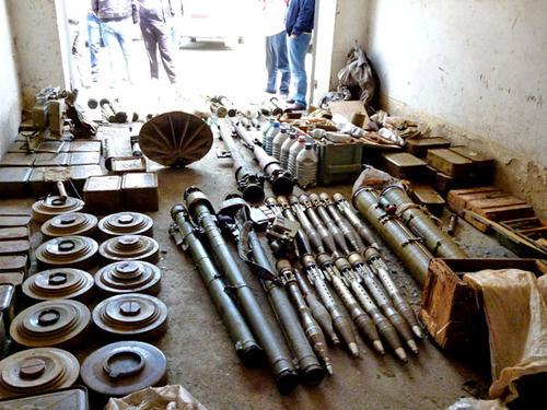Оружие и боеприпасы, найденные в ходе оперативно-розыскных мероприятий. Абхазия, май 2012 г. Фото http://nac.gov.ru/
