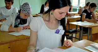 Дагестанские школьники во время ЕГЭ. Фото http://www.riadagestan.ru/