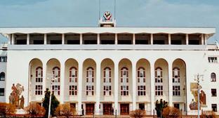 Здание правительства Республики Дагестан. Фото: АбуУбайда, http://commons.wikimedia.org/