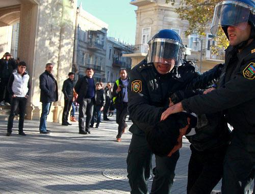"""Азербайджан, Баку, 10 декабря 2012 г. Полиция разгоняет акцию протеста оппозиции. Фото Азиза Каримова для """"Кавказского узла"""""""