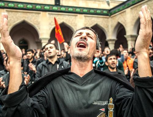 """Мусульмане-шииты отметили Ашуру - поминовение внука пророка Мухаммеда имама Хусейна, убитого в 680 году в Кербале. Нардаран, 13 ноября 2013 г. Фото Азиза Каримова для """"Кавказского узла"""""""