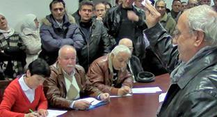 Жеребьевка, в ходе которой между сирийскими черкесами был распределен 61 жилой дом состоялась в Нальчике. 19 ноября 2013 г. Фото: Международная черкесская организация http://intercircass.org/