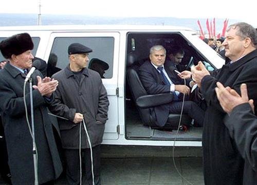 Саид Амиров (в центре). Фото: пресс-служба администрации Махачкалы