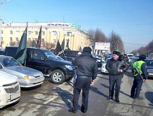 Сотрудники правоохранительных органов во время акции против проведения Олимпиады в Сочи. Нальчик, 7 февраля 2014 г. Фото http://www.aheku.org/