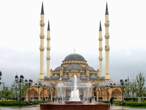 Мечеть «Сердце Чечни» имени Ахмата Кадырова. Грозный. Фото: André Widmer Maiakinfo http://ru.wikipedia.org/