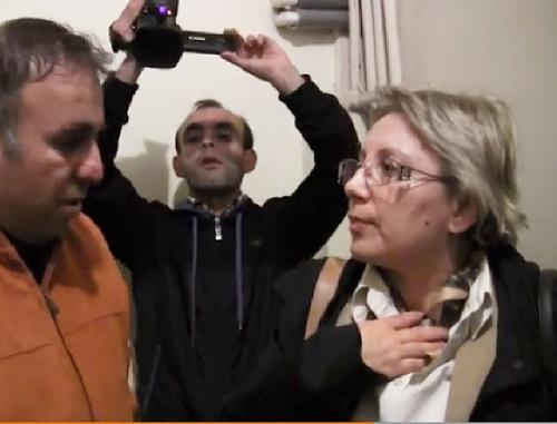 Директор «Института мира и демократии», правозащитница Лейла Юнус во время задержания. Баку, 28 апреля 2014 г. Кадр из видеозаписи, РадиоАзадлыг © 2014 RFE/RL, http://www.radioazadlyg.org/content/article/25365943.html