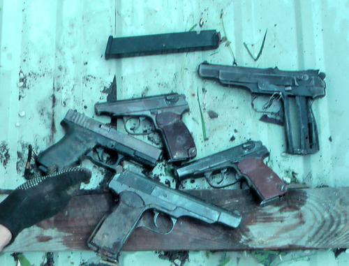 Оружие, найденное во время спецоперации в селении Сагопши. Ингушетия, 24 мая 2014 г. Фото пресс службы ФСБ РФ по РИ