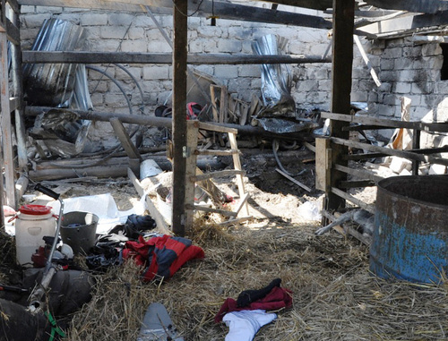 Хлев, разрушенный во время спецоперации в Баксане 23 мая 2014 г. Фото НАК, http://nac.gov.ru/nakmessage/2014/05/23/v-kbr-likvidirovana-bandgruppa-vkhodivshaya-v-zapreshchennuyu-mezhdunarodnuyu-.html