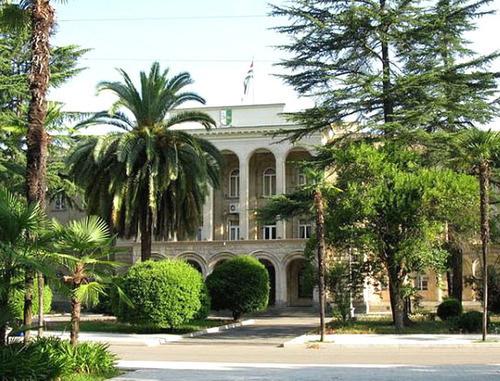 Здание администрации президента Абхазии. Фото: Igor_S http://wikimapia.org/