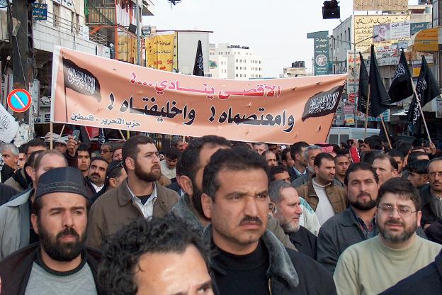 """Марш протеста, организованный партией """"Хизб ут-Тахрир аль-Ислами"""" в Рамалле (Палестина) в защиту мечети Аль-Акса. 2 февраля 2007 г. Фото: ramallah1222007, www.flickr.com/photos/60536673@N00/388429250"""