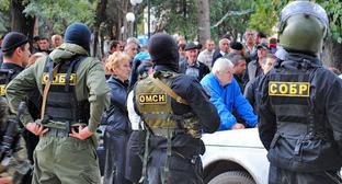 Задержание братьев Пухаевых. Цхинвал, 11 июля 2014 г. Фото: RFE/RL http://www.ekhokavkaza.com/