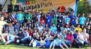 "Участники пятого ежегодного северо-кавказского форума ""Машук-2014"" Фото: http://машукфорум.рф/page/mozgovoy_shturm_na_kurorte"