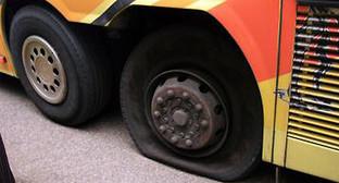 У автобуса, который следовал по маршруту Республика Армения - Волгоград, лопнуло колесо. Фото из архива ГУ МЧС по Ставропольскому краю. http://www.26.mchs.gov.ru/operationalpage/emergency/detail.php?ID=28966