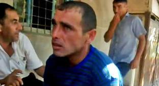Житель приграничного села Чинари Карен Петросян (в центре). Фото http://rus.azatutyun.am/