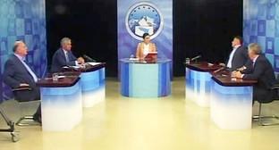Теледебаты с участием всех кандидатов в президенты Абхазии. Фото: Стоп-кадр записи прямого эфира теледебатов. http://www.apsua.tv/abh/vybory/3470/