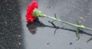 Цветок на дороге. Фото: сайт ГУ МВД по Ростовской области. http://61.mvd.ru/