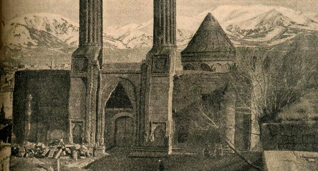 Древний армянский храм в Эрзеруме, 1916 г. Турция. Фото https://ru.wikipedia.org/
