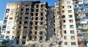 Разрушенный жилой дом в Лисичанске, Луганская область. Август 2014 г. Фото: Ліонкінг https://ru.wikipedia.org