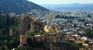 Крепость Нарикала со стороны Таборского монастыря, Тбилиси, 2013. Фото Алексея Мухранова http://travelgeorgia.ru/22/1/1/2076/