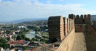 Нарикала, стена крепости. Тбилиси, 2013. Фото Алексея Мухранова http://travelgeorgia.ru/22/1/1/2616/