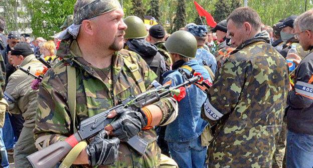"Боец батальона ""Восток"". Донецк, май 2014 г. Фото: Андрей Бутко https://ru.wikipedia.org"