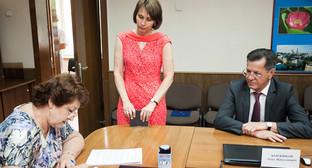 Регистрация кандидата А. Жилкина в избирком Астрахани. Фото: www.astrobl.ru/news/77114