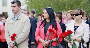 Участники траурных мероприятий в годовщину теракта 1999 года. Волгодонск, 16 сентября 2014 г. Фото: официальный сайт Администрации города Волгодонска http://volgodonskgorod.ru/node/9215