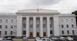 Здание парламента КБР. Фото: http://www.contrasterra.ru/news/18456