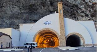 Гимринский автодорожный тоннель. Фото: АбуУбайда, https://ru.wikipedia.org/wiki/%C3%E8%EC%F0%E8%ED%F1%EA%E8%E9_%E0%E2%F2%EE%E4%EE%F0%EE%E6%ED%FB%E9_%F2%EE%ED%ED%E5%EB%FC