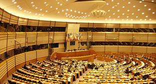 Зал пленарных заседаний Брюссельской резиденции Европейского парламента. Фото: https://ru.wikipedia.org/wiki/Европейский_парламент