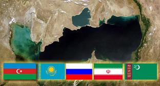 Коллаж: карта Каспийского моря и флаги стран-участников саммита. Кавказский узел