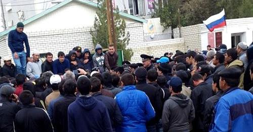 Митинг в селе Терекли-Мектеб. 8 октября 2014 г. Фото предоставлено очевидцем