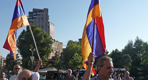 """Флаги Армении на митинге в Ереване, сентбярь 2014. Фото Армине Мартиросян для """"Кавказского узла"""""""